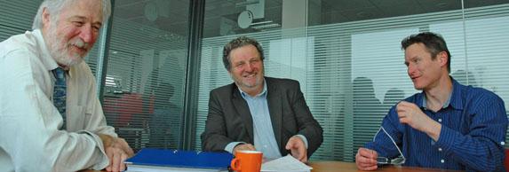 Au centre Dominique Spindler, directeur de la filiale régionale d'Eris Informatique